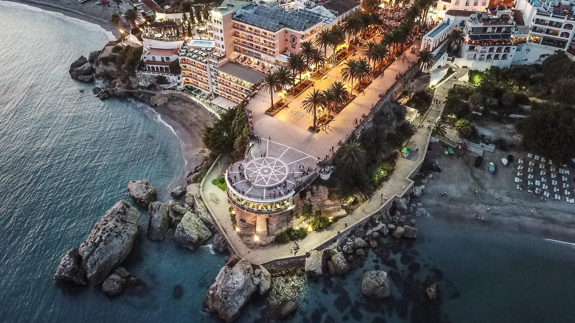 Mejores Playas de Nerja, nuestras recomendaciones FINAUTO